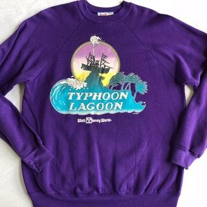 VINTAGE DISNEY Typhoon Lagoon SWEATSHIRT L NEW